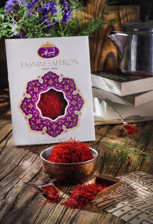 زعفران سرگل درجه یک تسنیم طرح نگار، بهترین انتخاب برای مصارف خانگی روزانه و یا هدیهای زیبا و ارزنده برای نزدیکان و آشنایان شماست.